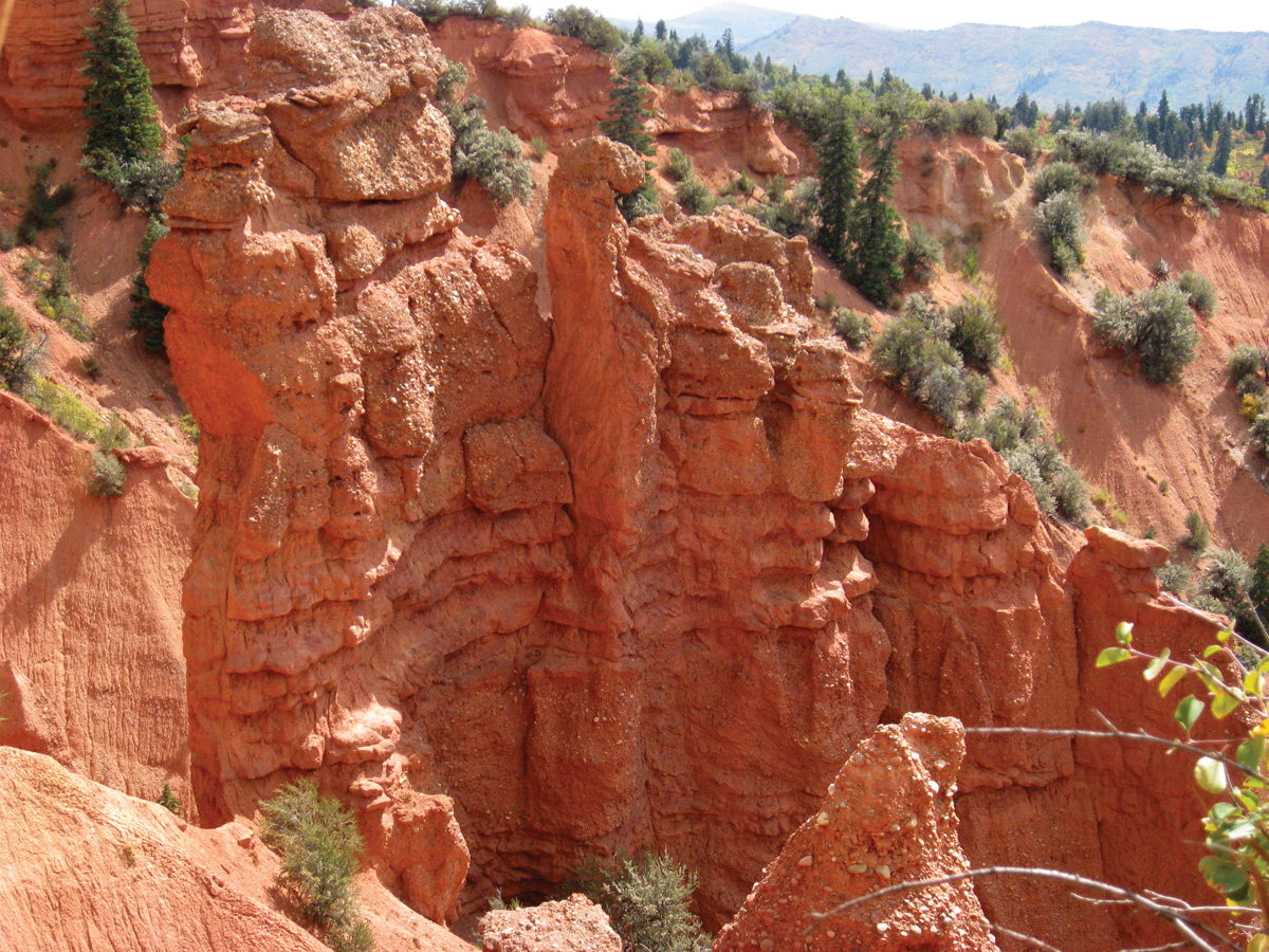 With its red hoodoos, Devils Kitchen looks a bit like a miniature Bryce Canyon. The mineral hematite (iron oxide) creates the red color.